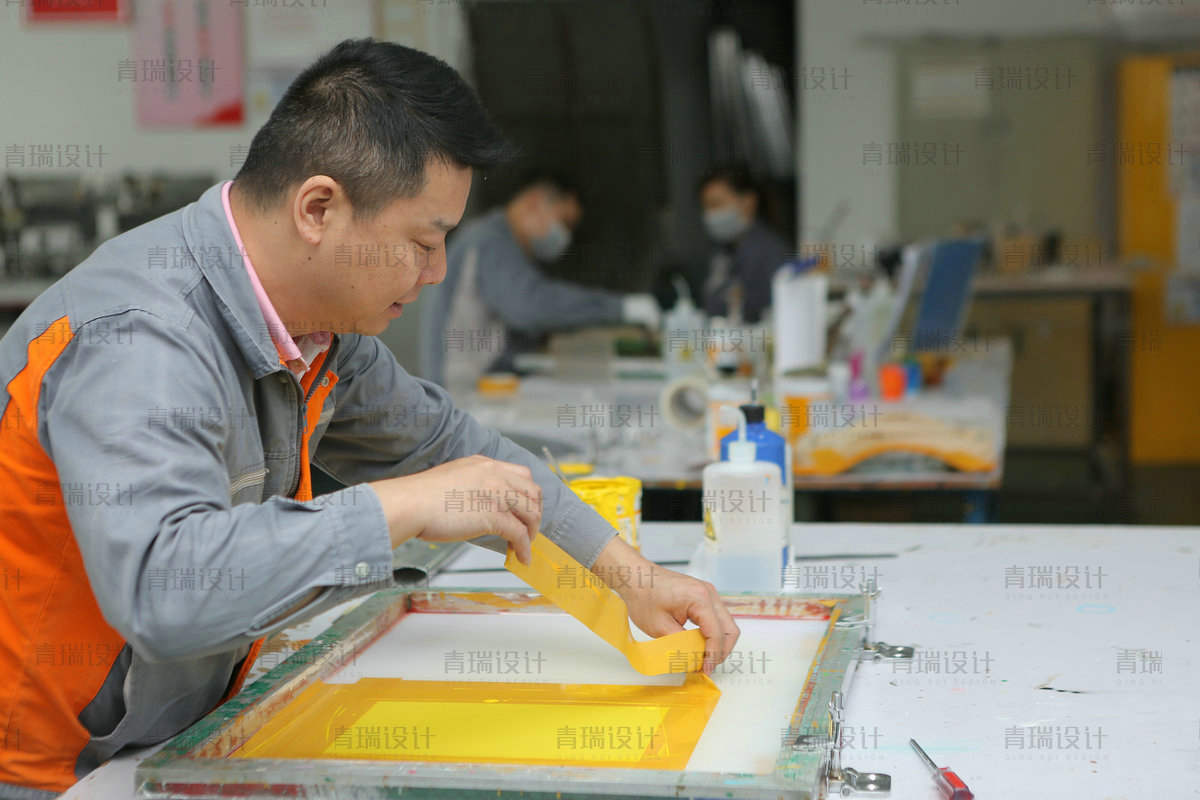 What is acrylic plexiglass product silk printing processing?